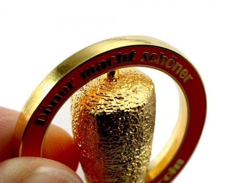 Doenerstag Geocoin Poliertes Gold Seitenansicht