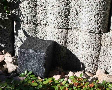 CacheQuarter Tarnfix Pflasterstein Basalt versteckt