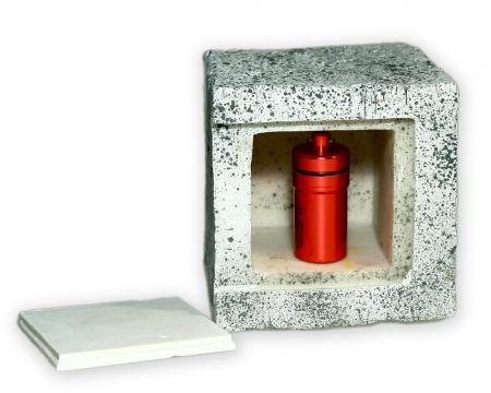 Nacro Cache Behälter im Pflastersteinversteck beton